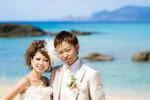 青く美しい沖縄のビーチでドレスフォトウェディング【京都ブライダルフォトワークス】