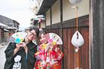 [和装ロケーション]京都で撮影グッズを使って可愛い結婚前撮り