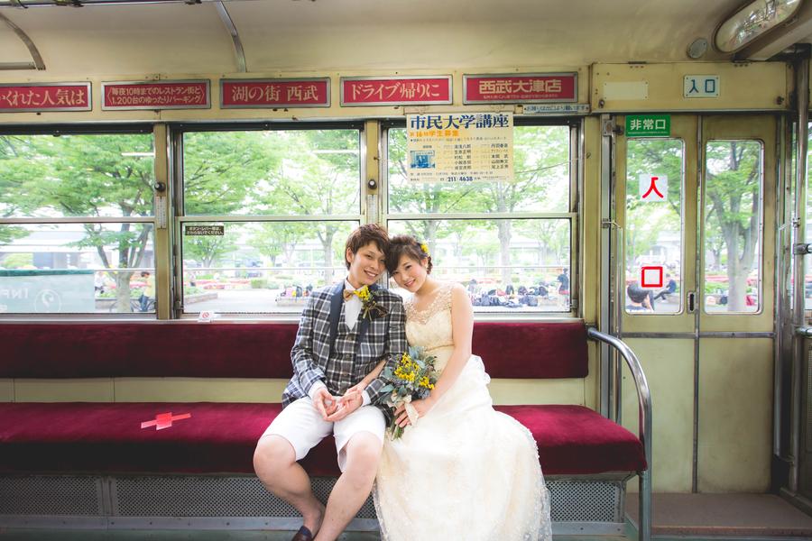 思い出の電車の中で結婚式の前撮り 梅小路公園