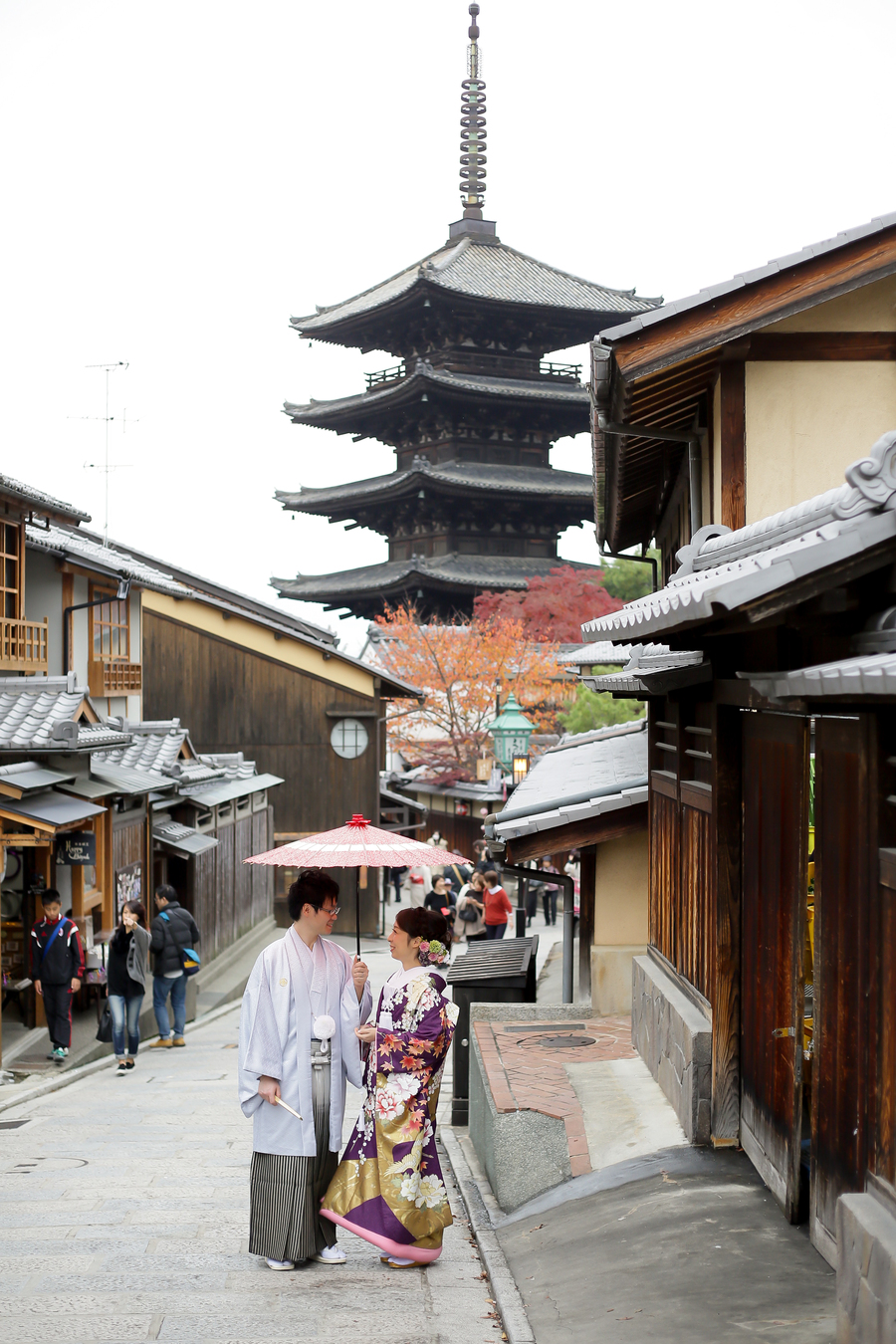 京都八坂の塔を背景に撮影