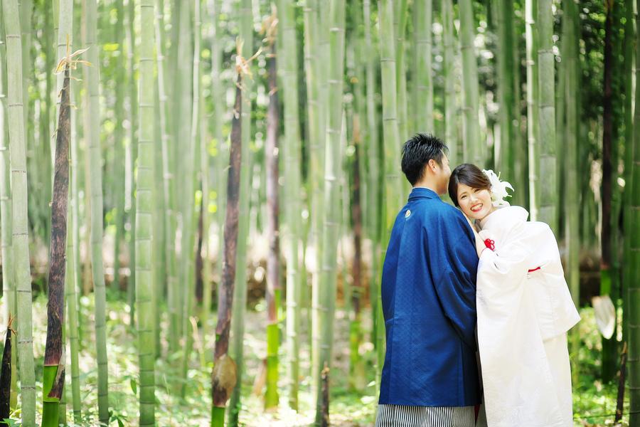 嵐山の竹林の小径で和装フォトウェディング