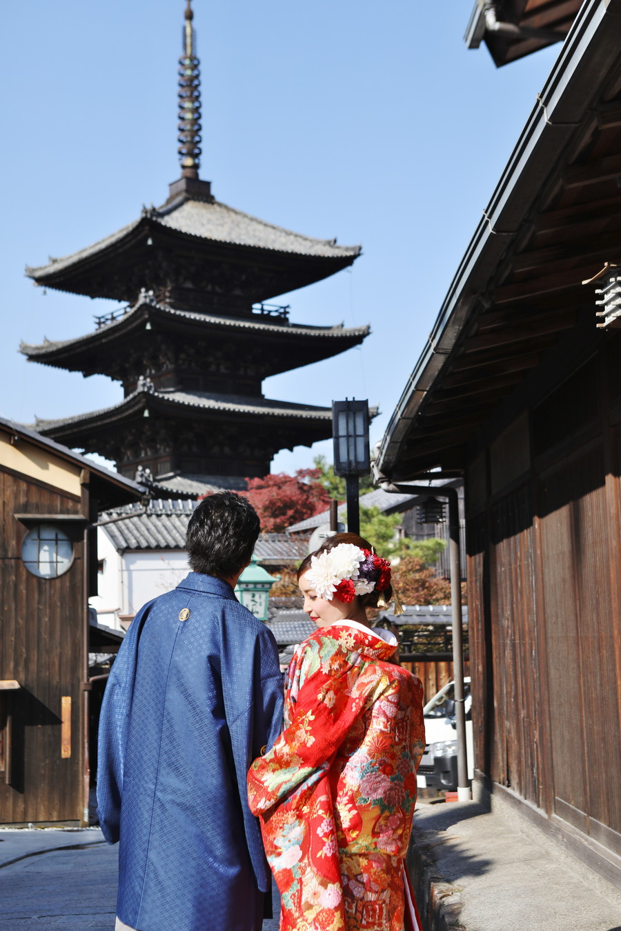 八坂の塔を背景に和装撮影