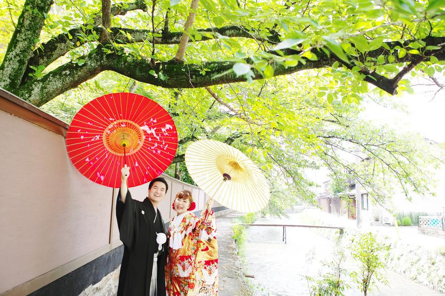 京都東山白川の新緑和装フォト