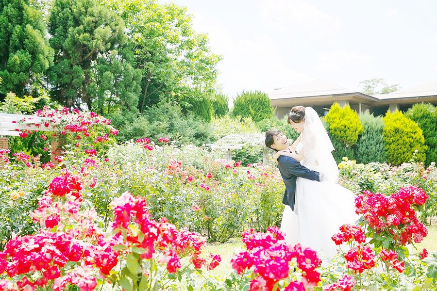 春のお花に囲まれて結婚式の前撮り撮影